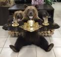 Чучело медведя со столом - купить (заказать), узнать цену - Охотничий супермаркет Стрелец г. Екатеринбург